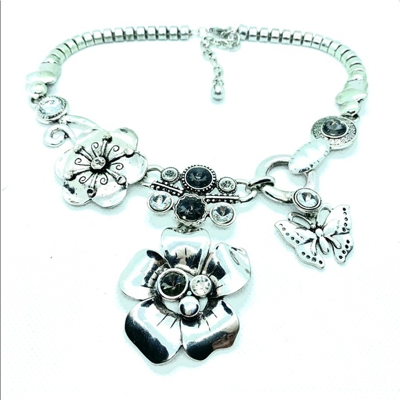 Jewelry - Metal Art & Crystal Statement Necklace